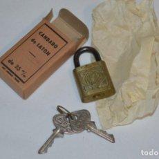 Antigüedades: NOS - ANTIGUO CANDADO DE LATÓN - NUEVO A ESTRENAR - LASIN - TOLOSA - LLAVES ESTRIADAS - ¡MIRA FOTOS!. Lote 216538551