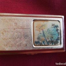 Antigüedades: UNA CAJITA ANTIGUA PARA MAQUINILLA DE AFEITAR CHINO ORIGINAL AÑOS 80 CON EFECTOS LENTICULAR. Lote 216659462