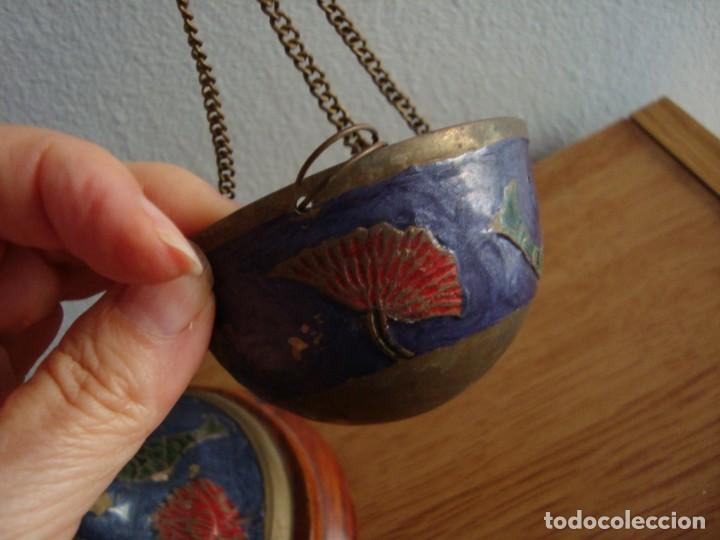 Antigüedades: ANTIGUA BALANZA DECORATIVA POLICROMADA DE BRONCE O LATÓN - Foto 2 - 216705590