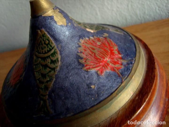 Antigüedades: ANTIGUA BALANZA DECORATIVA POLICROMADA DE BRONCE O LATÓN - Foto 4 - 216705590