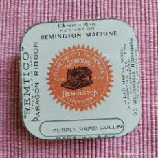 Antigüedades: ANTIGUA CAJA CINTA MAQUINA ESCRIBIR **REMTICO-PARAGON---REMIGTON 13 MM ** PERFECTA-RARA*CAJA --USA. Lote 216744567