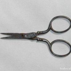 Antigüedades: PEQUEÑAS TIJERAS DE COSTURA, SIGLO XIX, MIDE 9 CMS.. Lote 216858817