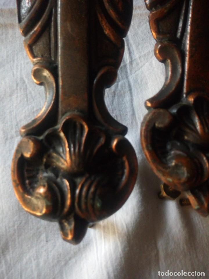 Antigüedades: Lote de 4 tiradores de armario de bronce,con imagen de la virgen - Foto 8 - 216864930