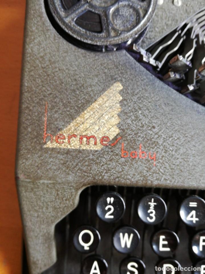 Antigüedades: Máquina de escribir portatil hermes baby en su maletin, años 30 - Foto 2 - 216869633