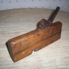 Antigüedades: MUY ANTIGUO CEPILLO DE EBANISTA . PEQUEÑA GARLOPA O GARLOPIN . EN MADERA Y FORJA .. Lote 216968047