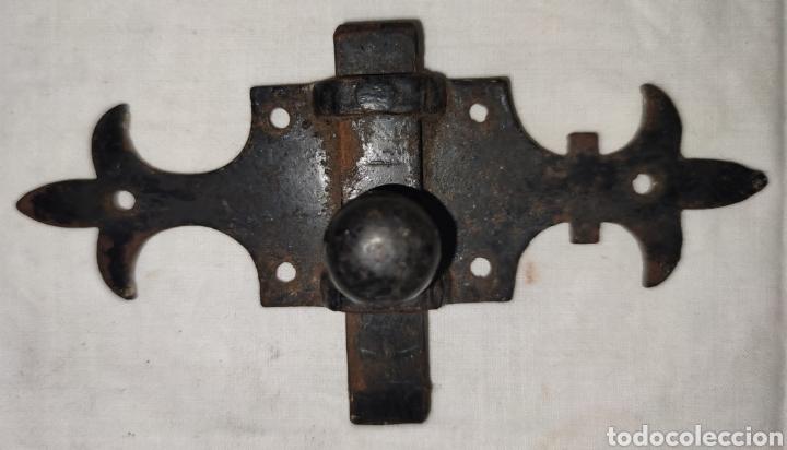Antigüedades: ANTIGUO PESTILLO CERROJO PASADOR DE HIERRO PARA PUERTA O MUEBLE - Foto 8 - 216982313