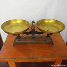 Antigüedades: ANTIGUA BALANZA DE HIERRO COLADO. Lote 217111761