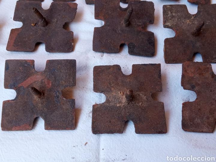 Antigüedades: **LOTE DE ANTIGUOS CLAVOS ADORNOS PARA PUERTAS O OTRAS COSAS (5/5 cm) DE TORNILLO** - Foto 3 - 217111837