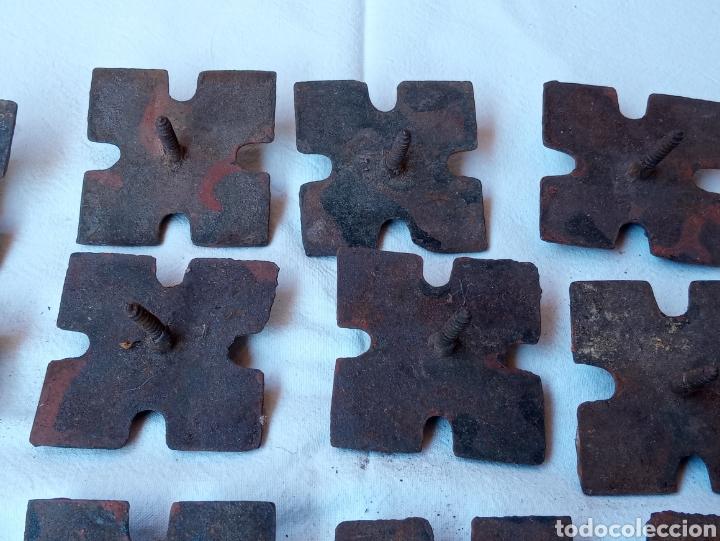 Antigüedades: **LOTE DE ANTIGUOS CLAVOS ADORNOS PARA PUERTAS O OTRAS COSAS (5/5 cm) DE TORNILLO** - Foto 6 - 217111837