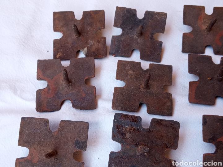 Antigüedades: **LOTE DE ANTIGUOS CLAVOS ADORNOS PARA PUERTAS O OTRAS COSAS (5/5 cm) DE TORNILLO** - Foto 7 - 217111837