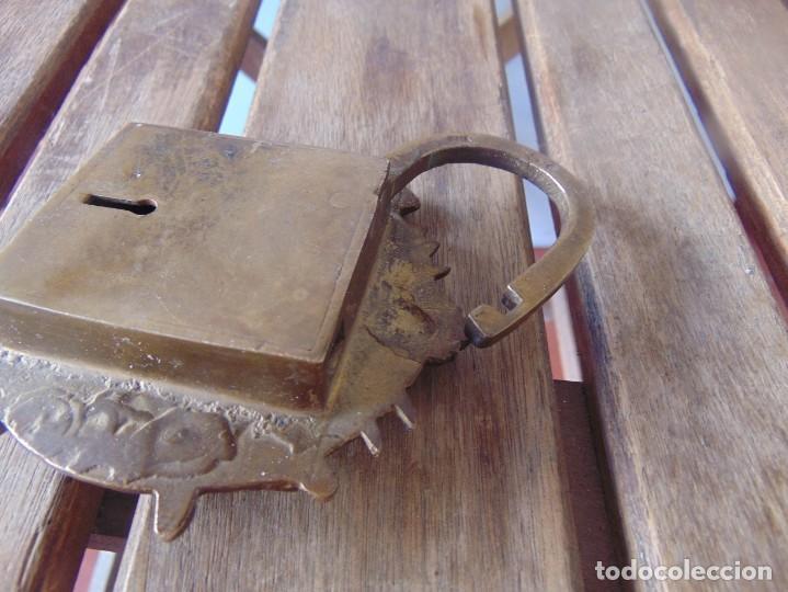 Antigüedades: CANDADO EN METAL,MARCADO INDIA DIOSA ESTA ABIERTO , NO TIENE LA LLAVE - Foto 7 - 217139787