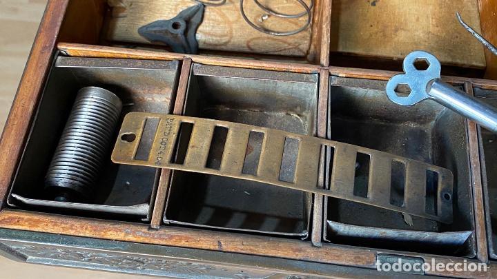 Antigüedades: PRECIOSA CAJA REGISTRADORA NATIONAL SIGLO XIX - Modelo con metal repujado - Foto 15 - 217205650