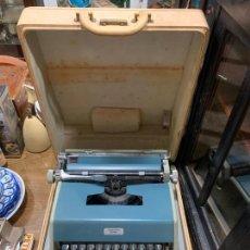 Antiquités: MAQUINA DE ESCRIBIR OLIVETTI STUDIO DE LUXE - CON MALETÍN. Lote 217216386