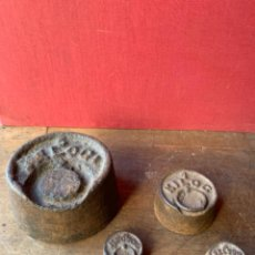 Antigüedades: LOTE DE 4 PESAS DE HIERRO FUNDIDO PARA BALANZA ANTIGUAS. Lote 217252703
