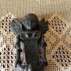 Antiquités: LLAMADOR - PICADOR DE PUERTA - DE HIERRO COLADO FIGURA ÁNGEL. Lote 217285841