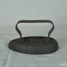 Antigüedades: PLANCHA DE HIERRO SIV 5. Lote 217335021
