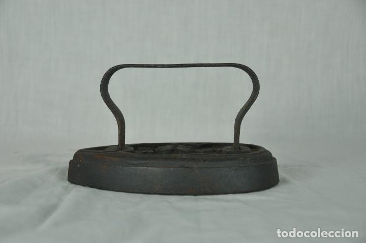 Antigüedades: Plancha de hierro SIV 5 - Foto 2 - 217335021