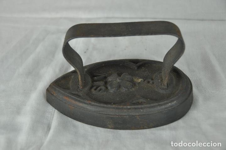 Antigüedades: Plancha de hierro SIV 5 - Foto 5 - 217335021