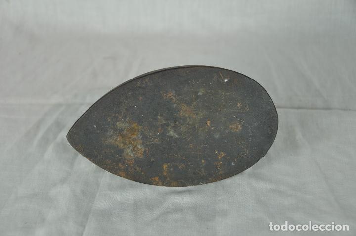 Antigüedades: Plancha de hierro SIV 5 - Foto 6 - 217335021