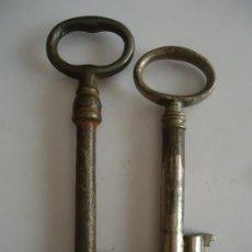 Antigüedades: 2 LLAVES ANTIGUAS DE HIERRO. LARGO 7,5 Y 9,5 CMS. Lote 217473653