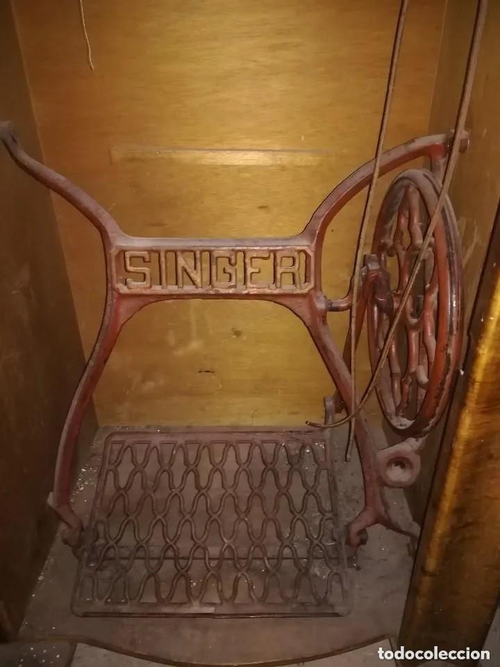 Antigüedades: MÁQUINA COSER SINGER CON MUEBLE. ANTIGUA Y BIEN CONSERVADA - Foto 5 - 217474548