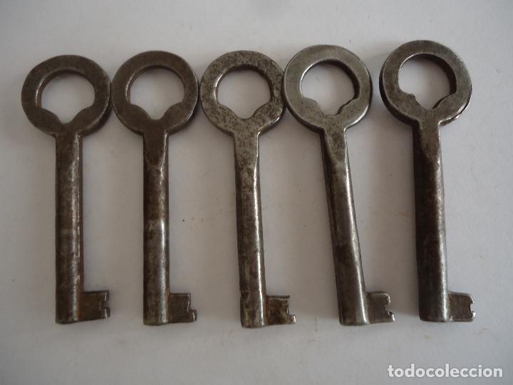 5 LLAVES ANTIGUAS DE HIERRO. LARGO 6 CMS. (Antigüedades - Técnicas - Cerrajería y Forja - Llaves Antiguas)