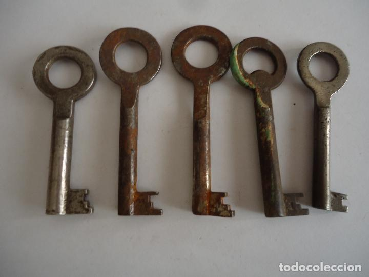 5 LLAVES ANTIGUAS DE HIERRO. LARGO ENTRE 7 Y 7 CMS. (Antigüedades - Técnicas - Cerrajería y Forja - Llaves Antiguas)
