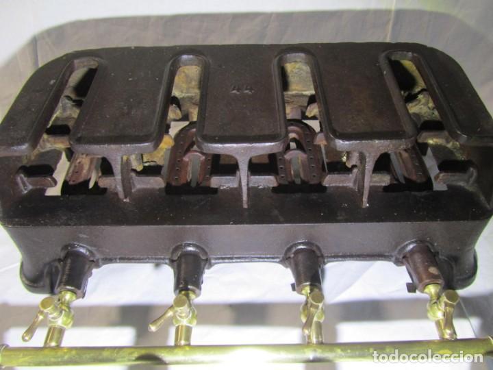 Antigüedades: Calienta planchas de hierro fundido y bronce a gas, completo, con 4 planchas - Foto 11 - 217478718