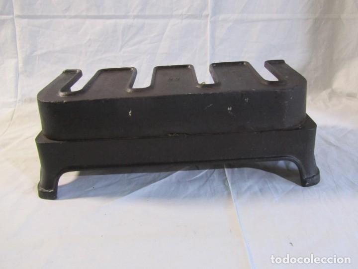 Antigüedades: Calienta planchas de hierro fundido y bronce a gas, completo, con 4 planchas - Foto 23 - 217478718