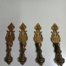 Antigüedades: 4 BONITOS TIRADORES PARA MUEBLES, HECHOS DE BRONCE CON BOCA PARA LA LLAVE. TIPO ALDABA.. Lote 217484992