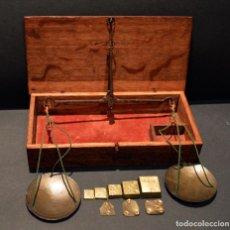 Antigüedades: ANTIGUA BALANZA DE PRECISION PESAR ORO Y MONEDAS CON PONDERALES. Lote 217569330