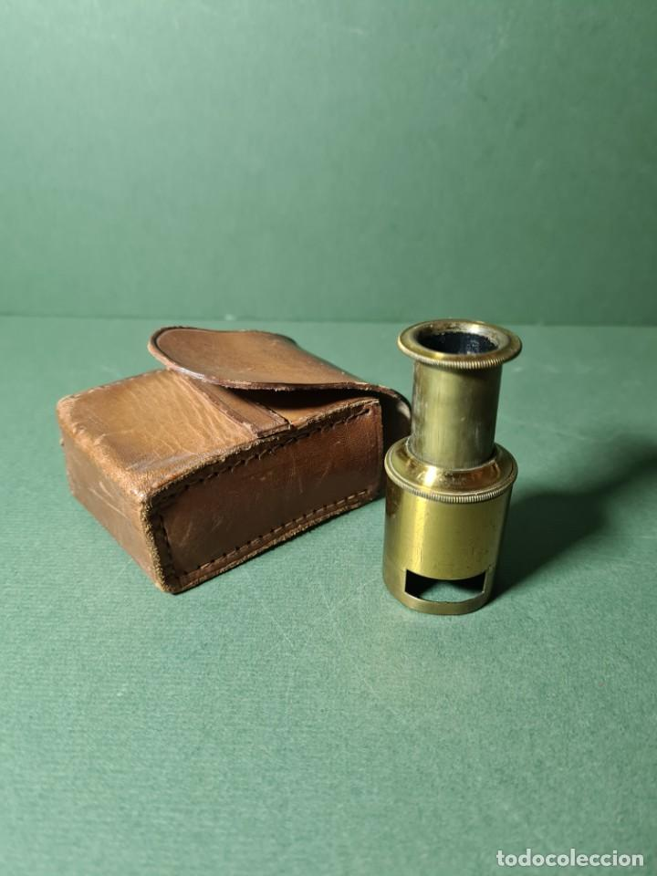 ANTIGUO MICROSCOPIO DE CAMPO CON SU FUNDA ORIGINAL, S. XIX. (Antigüedades - Técnicas - Instrumentos Ópticos - Microscopios Antiguos)