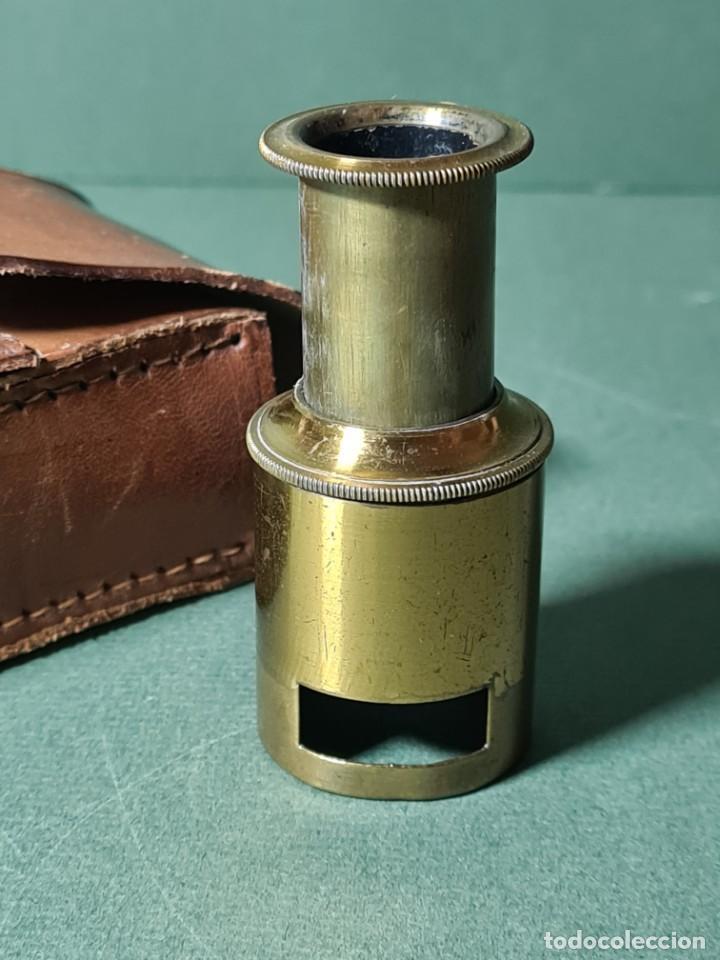 Antigüedades: Antiguo microscopio de campo con su funda original, s. XIX. - Foto 2 - 217671575