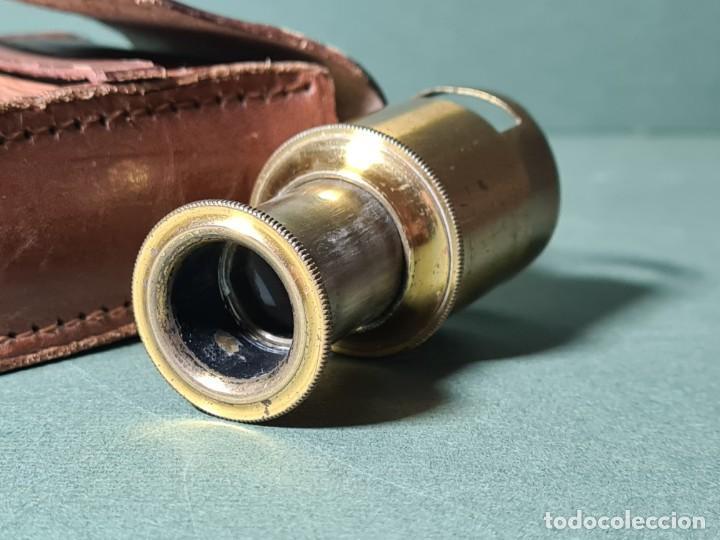Antigüedades: Antiguo microscopio de campo con su funda original, s. XIX. - Foto 3 - 217671575