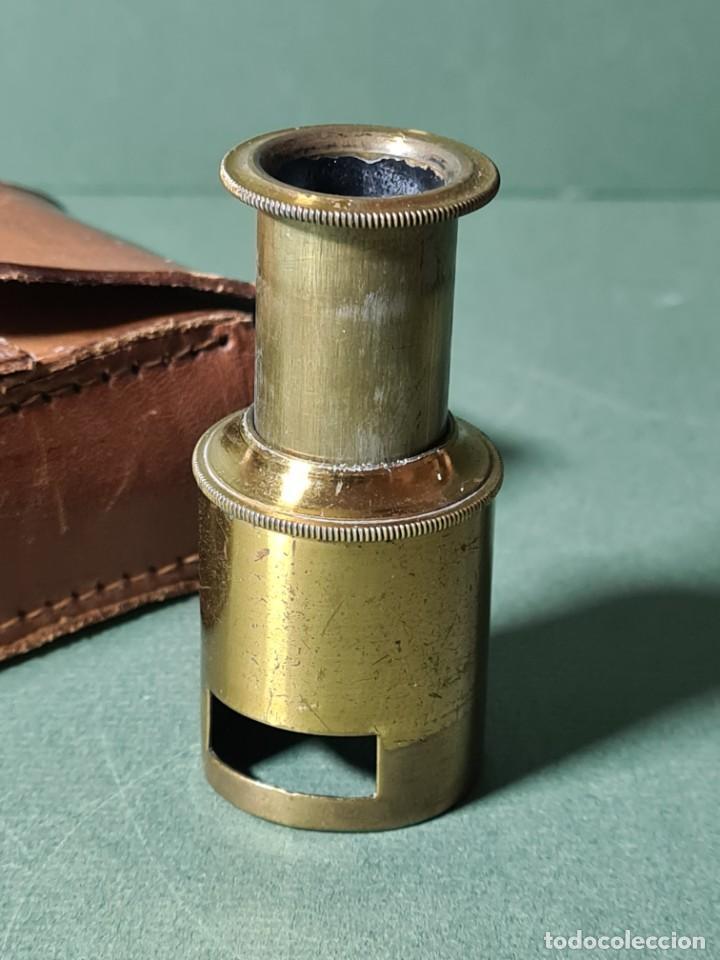Antigüedades: Antiguo microscopio de campo con su funda original, s. XIX. - Foto 4 - 217671575