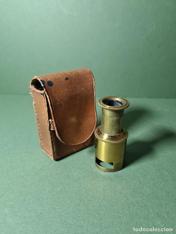 Antigüedades: Antiguo microscopio de campo con su funda original, s. XIX. - Foto 5 - 217671575