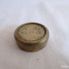 Antigüedades: PESA INGLESA DE 2 ONZAS DE BRONCE. Lote 217766385