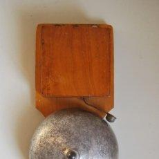 Antigüedades: GRAN TIMBRE ELÉCTRICO DE MADERA - CAMPANA METAL - PUERTA - TELÉFONO. Lote 217913852