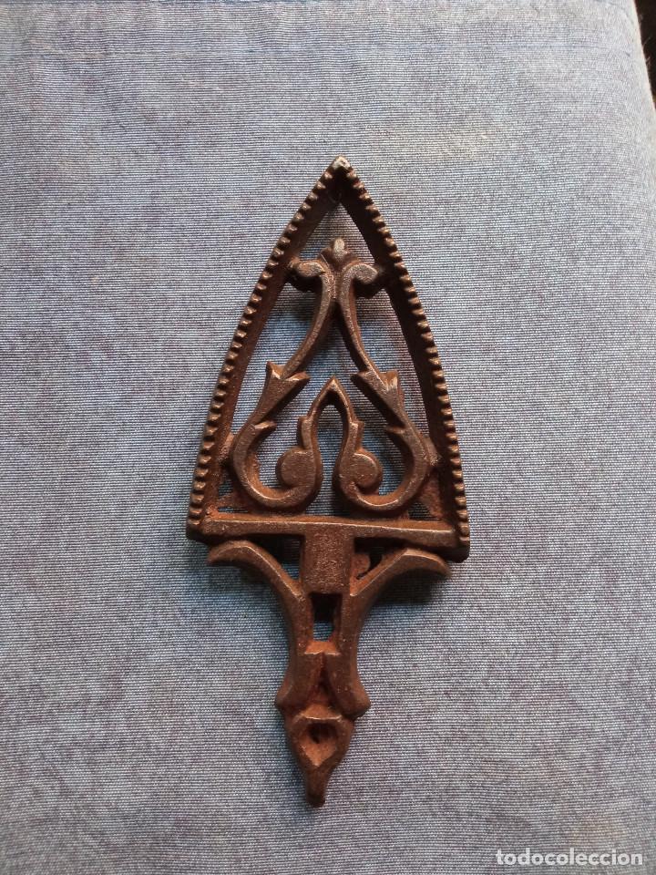 Antigüedades: Pequeña plancha en hierro - Foto 2 - 217918552