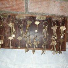 Antigüedades: TABLA DE MADERA - LLAVES. Lote 217940711