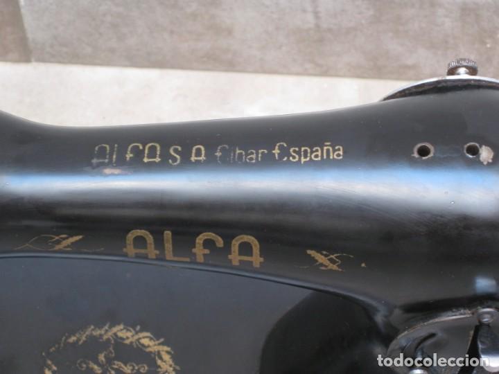 Antigüedades: Antigua maquina de coser Alfa S.A. Eibar. España. - Foto 4 - 217967411