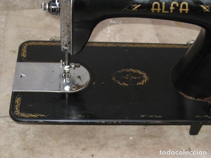 Antigüedades: Antigua maquina de coser Alfa S.A. Eibar. España. - Foto 11 - 217967411