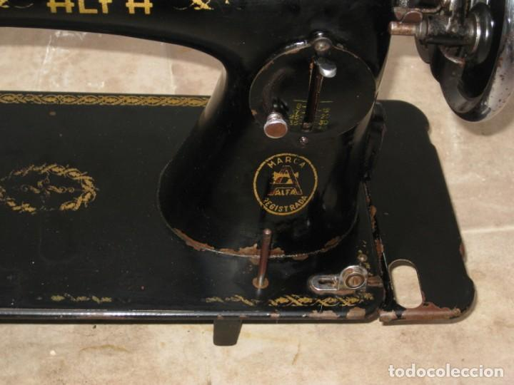 Antigüedades: Antigua maquina de coser Alfa S.A. Eibar. España. - Foto 12 - 217967411