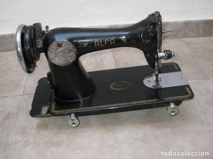 Antigüedades: Antigua maquina de coser Alfa S.A. Eibar. España. - Foto 16 - 217967411