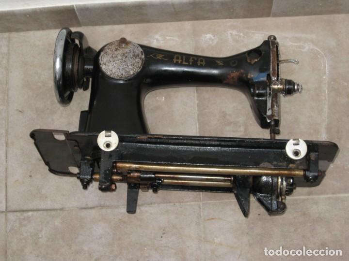 Antigüedades: Antigua maquina de coser Alfa S.A. Eibar. España. - Foto 19 - 217967411