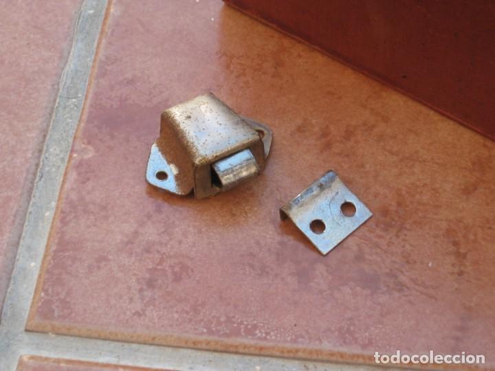 Antigüedades: Cajon, correa y bisagras mueble de maquina coser antigua. Alfa. - Foto 14 - 217968682