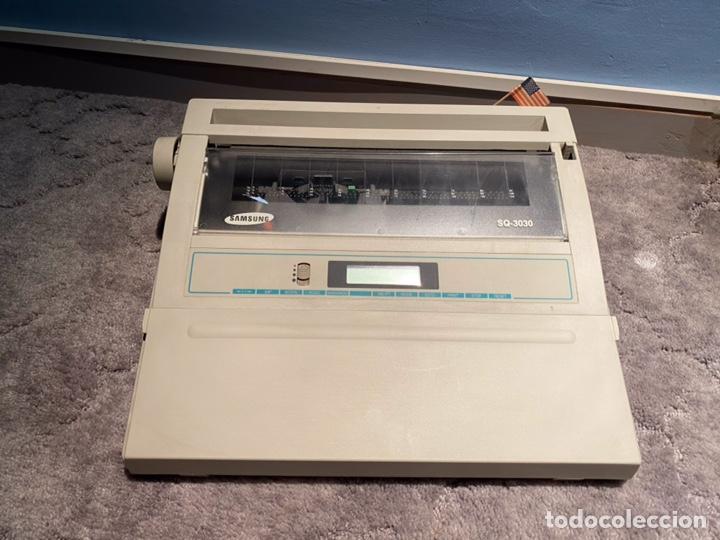 Antigüedades: MÁQUINA DE ESCRIBIR ELECTRICA VITAGE SAMSUNG MODELO 3030 FUNCIONANDO - Foto 5 - 217970411