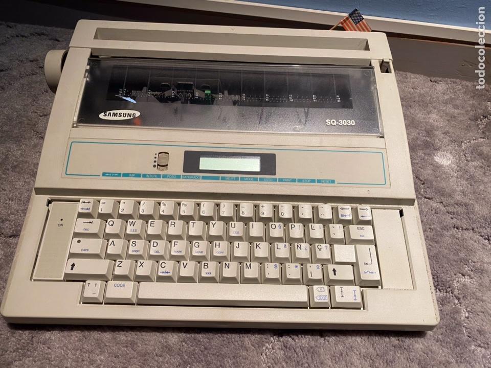 MÁQUINA DE ESCRIBIR ELECTRICA VITAGE SAMSUNG MODELO 3030 FUNCIONANDO (Antigüedades - Técnicas - Máquinas de Escribir Antiguas - Otras)