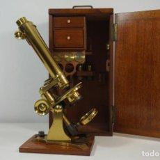 Antigüedades: EXCEPCIONAL Y COMPLETO MICROSCOPIO ANTIGUO BINOCULAR C.1860. EN EXCELENTE ESTADO. Lote 218098668