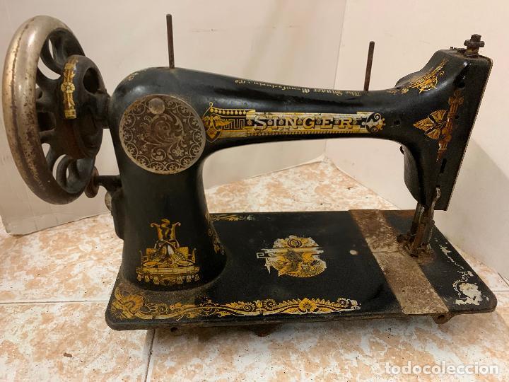 Antigüedades: Antigua maquina de coser SINGER, modelo antiguo. Ideal para decoracion, leer mas... - Foto 3 - 218234150